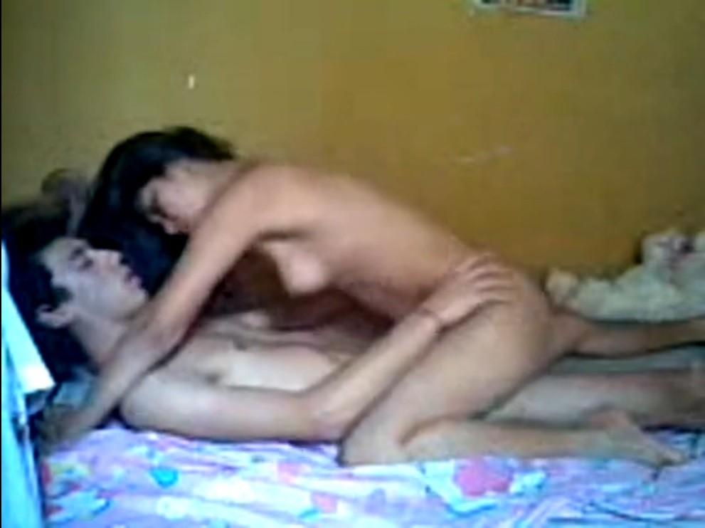 Casal de namorados colombianos fazendo o amor